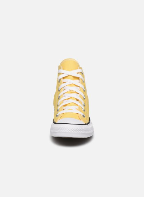 Baskets Converse Chuck Taylor All Star Seasonal Color Hi W Jaune vue portées chaussures