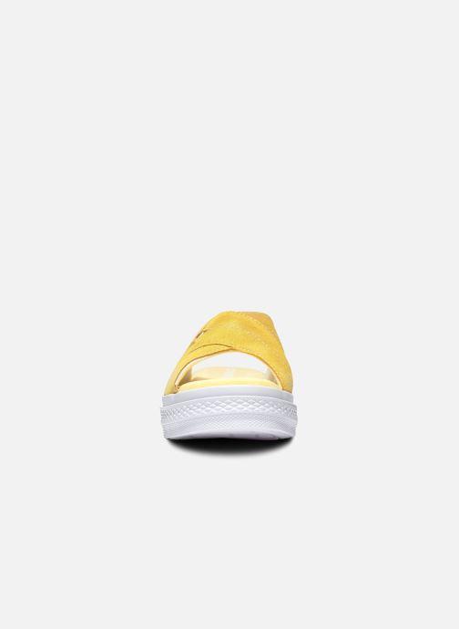 Tongs Converse One Star Sandal Sandalism Slip Jaune vue portées chaussures