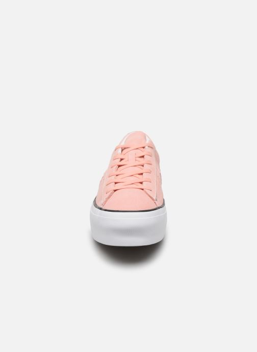 Deportivas Converse One Star Platform Seasonal Color Ox Rosa vista del modelo