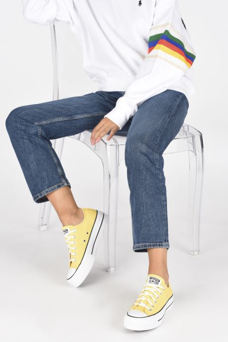 Sneaker Converse Chuck Taylor All Star Lift Seasonal Color Ox gelb ansicht von unten / tasche getragen