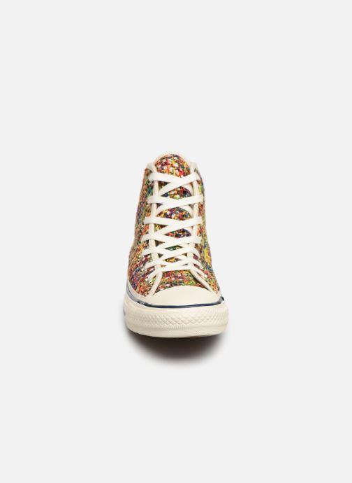 Baskets Converse Chuck Taylor All Star Handmade Crochet Hi Multicolore vue portées chaussures
