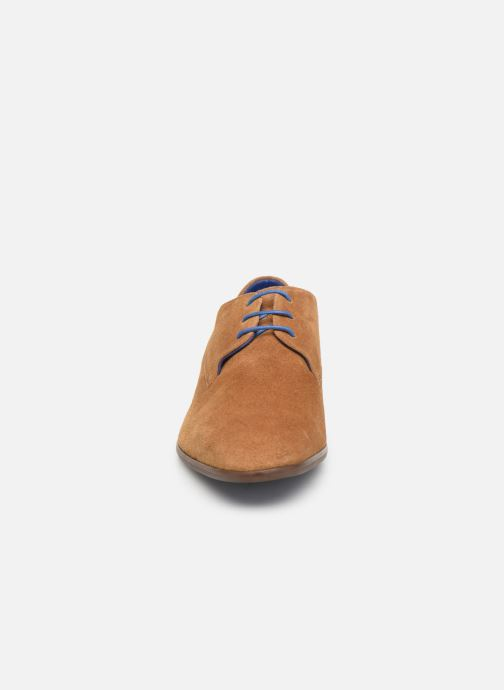 Zapatos con cordones Azzaro Rivalin Marrón vista del modelo