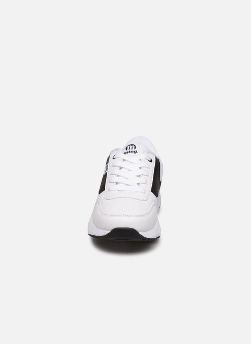 Baskets MTNG 47900 Blanc vue portées chaussures