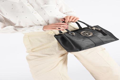 Handtassen Guess BLUEBELLE STATUS SATCHEL Zwart onder