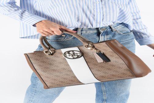 Handtassen Guess BLUEBELLE CARRYALL Bruin onder