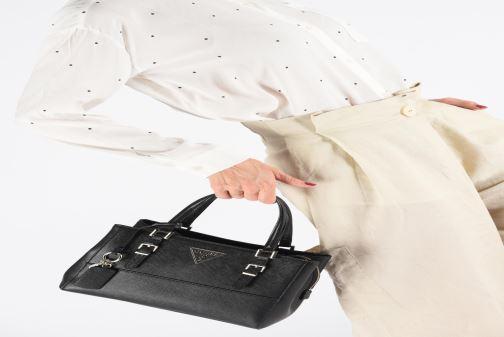 Handtassen Guess CARYS SATCHEL Zwart onder