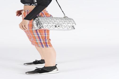 Bolsos de mano Guess LAIKEN SHOULDER BAG Plateado vista de abajo