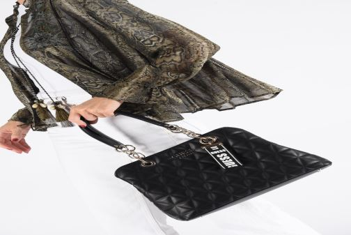 Handtassen Guess LAIKEN GIRLFRIEND SATCHEL Zwart onder