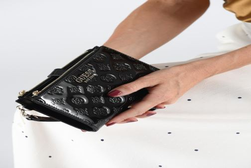 Wallets & cases Guess PEONY SHINE SLG DOUBLE ZIP ORGANIZER Black view from underneath / model view