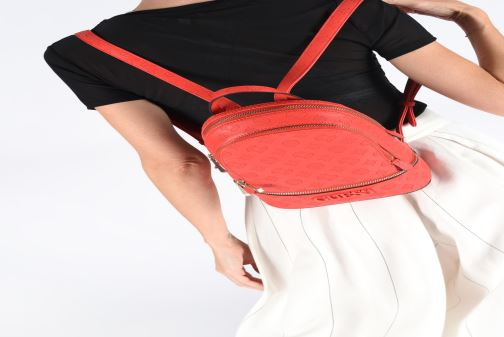 Rucksacks Guess SKYE SMALL BACKPACK Red view from underneath / model view