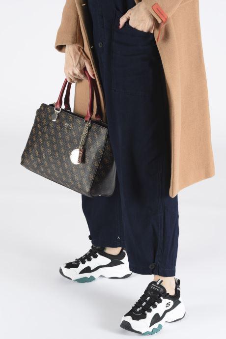 Guess ALINE SOCIETY SATCHEL (Brown) Handbags chez Sarenza