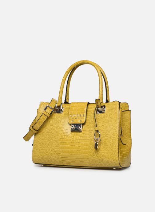 Bolsos de mano Guess CLEO GIRLFRIEND SATCHEL Amarillo vista del modelo