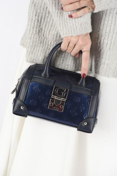 Sacs à main Guess LUCIENNE SMALL BOX SATCHEL Bleu vue bas / vue portée sac