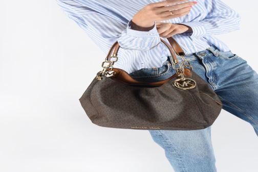 Handtaschen Michael Michael Kors LILIE LG CHAIN SHOULDER TOTE schwarz ansicht von unten / tasche getragen