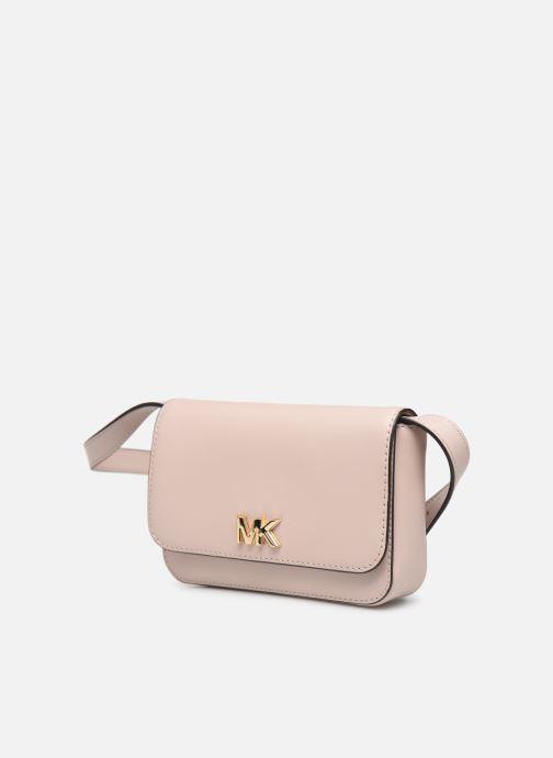 Marroquinería pequeña Michael Michael Kors MOTT BELT BAG Rosa vista del modelo
