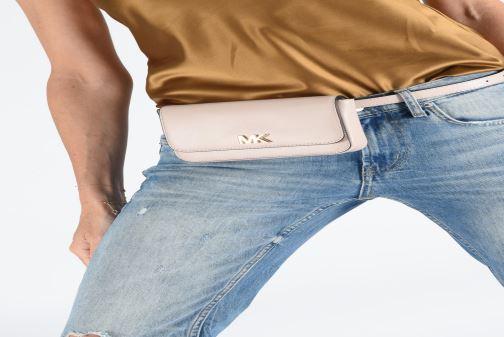 Marroquinería pequeña Michael Michael Kors MOTT BELT BAG Rosa vista de abajo