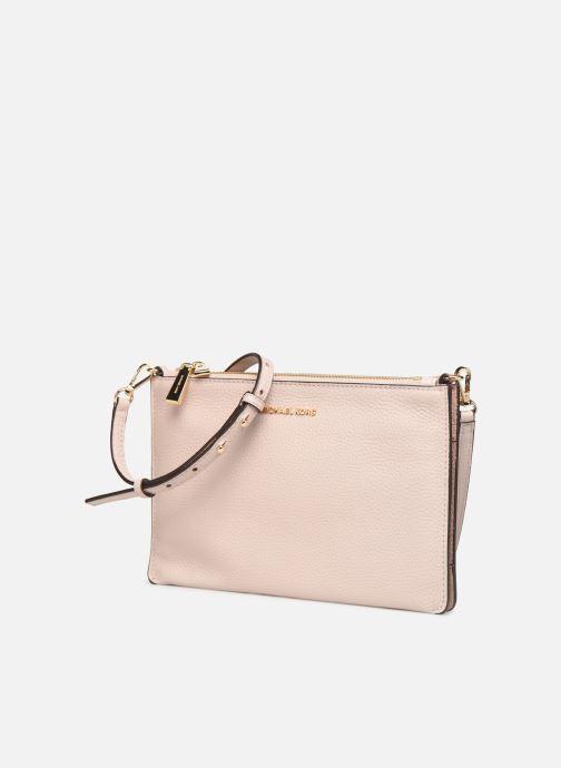 Bolsos Clutch Michael Michael Kors LG DOUBLE POUCH CROSSBODY Rosa vista del modelo