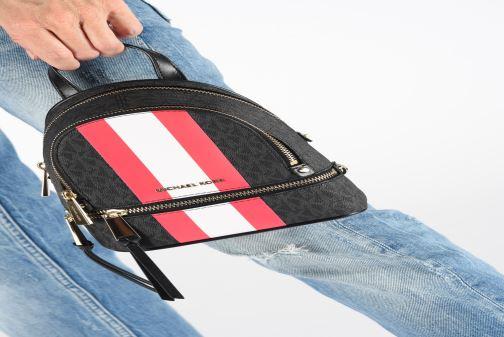 Rucksäcke Michael Michael Kors XS MESSENGER BACKPACK schwarz ansicht von unten / tasche getragen