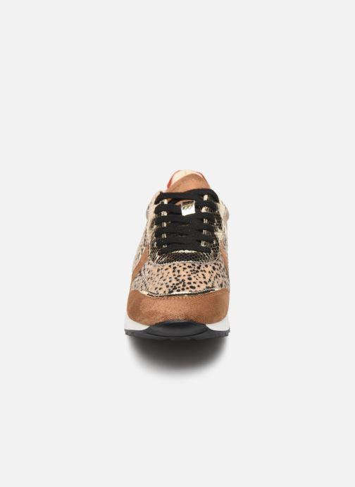 Baskets Vanessa Wu BK1991 Or et bronze vue portées chaussures