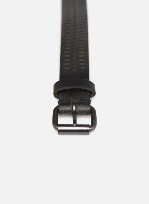 Cinturones Monoprix Femme Ceinture cuir perf 2cm Negro vista del modelo