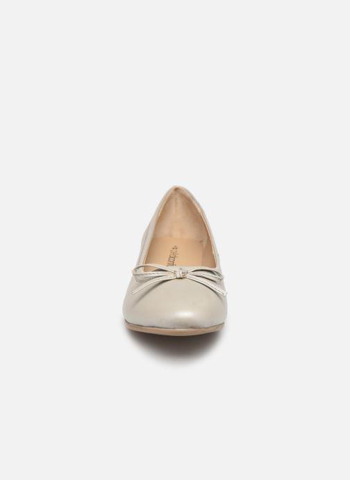 Ballerines Pédiconfort Elise Grande Largeur C Gris vue portées chaussures