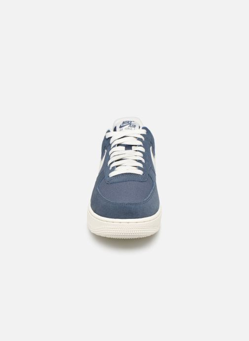 Sneakers Nike Air Force 1 '07 2 Azzurro modello indossato