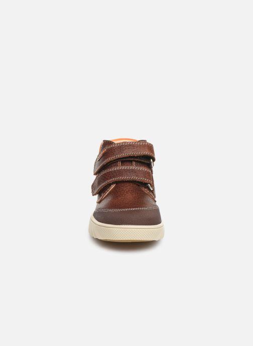 Baskets Pablosky Piero Marron vue portées chaussures
