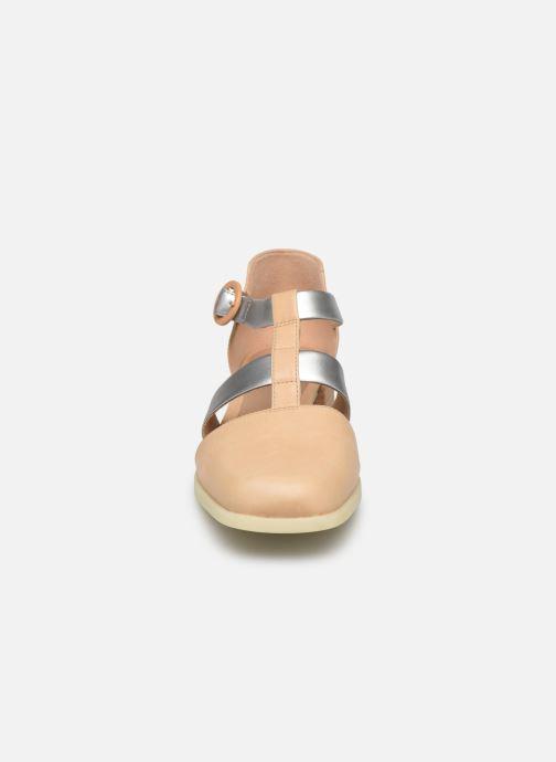 Sandali e scarpe aperte Camper Kobo K200332 Beige modello indossato