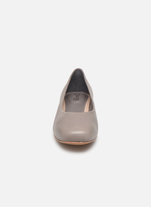Ballerines Camper Serena K200490 Gris vue portées chaussures