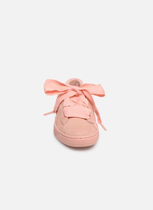 Sneakers Puma W Suede Heart Ep Rosa modello indossato