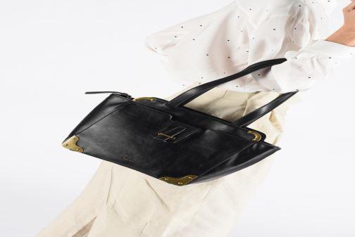 Sacs à main Tamaris Mette Shoulder Bag Noir vue bas / vue portée sac
