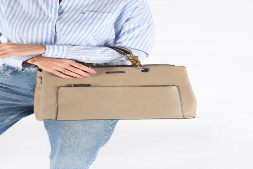 Handtaschen Tamaris Rania Business Bag beige ansicht von unten / tasche getragen