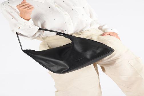 Sacs à main Tamaris Louise Hobo Bag Noir vue bas / vue portée sac