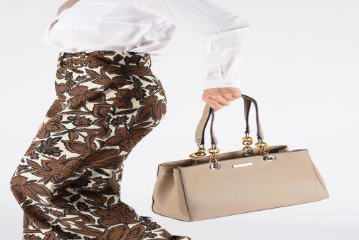 Handbags Tamaris Rania Shoulder Bag Beige view from underneath / model view
