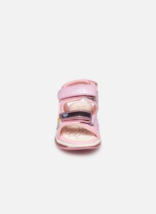 Sandales et nu-pieds Geox B Sandale Todo G. B820EA Rose vue portées chaussures