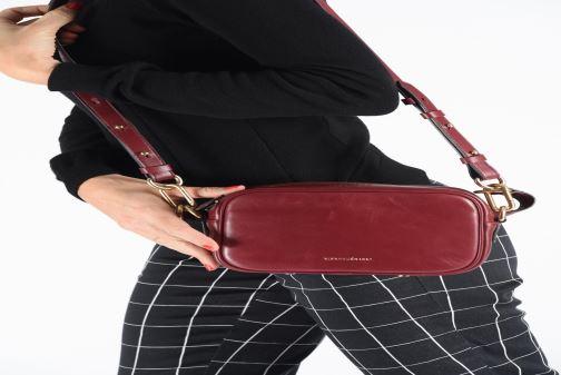 Sacs à main Vanessa Bruno HOLLY BODY BAG Bordeaux vue bas / vue portée sac