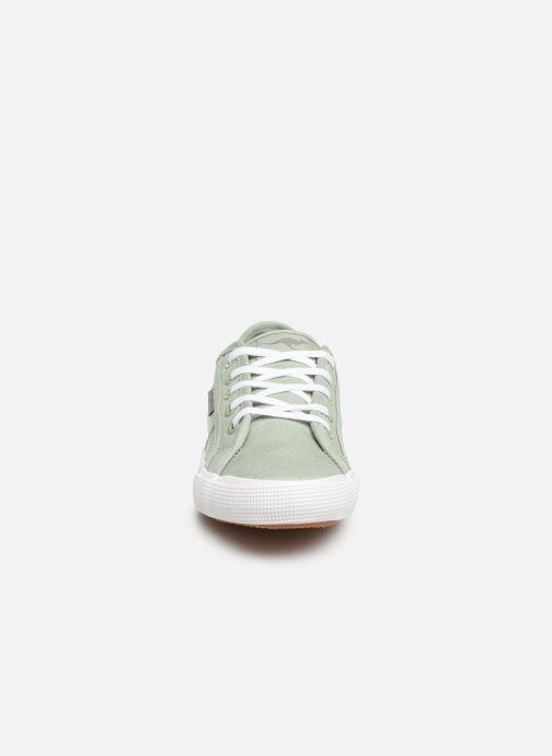 Sneakers Kangaroos Voyage Verde modello indossato