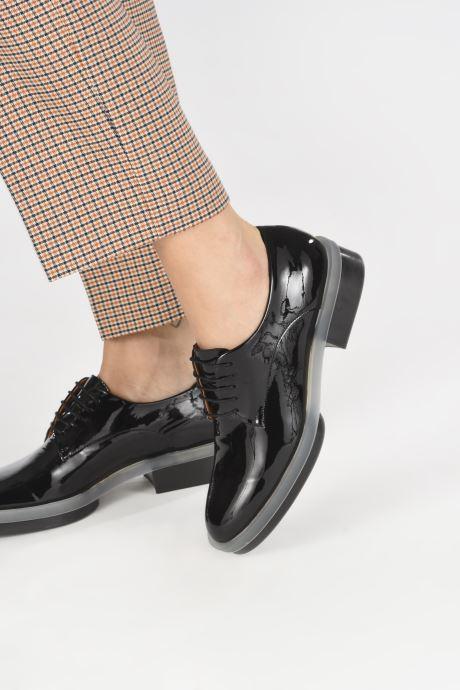 Chaussures à lacets Clergerie Roma Noir vue bas / vue portée sac