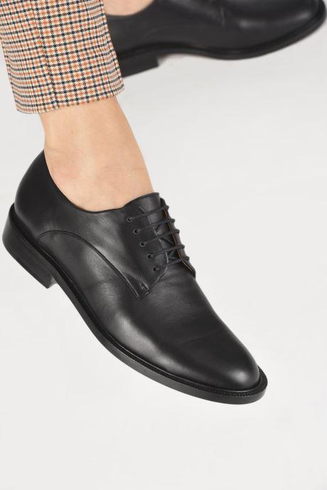 Chaussures à lacets Clergerie Rosie Noir vue bas / vue portée sac