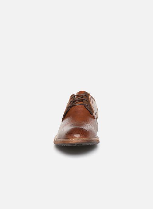 Scarpe con lacci I Love Shoes THAGON Marrone modello indossato