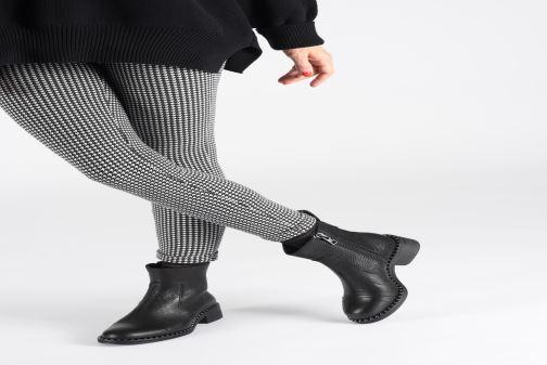 Bottines et boots Zadig & Voltaire Empress Clous Noir vue bas / vue portée sac
