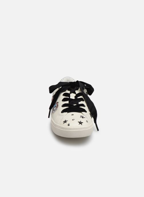 Baskets KARL LAGERFELD Skool Jewel Badge Lo Blanc vue portées chaussures