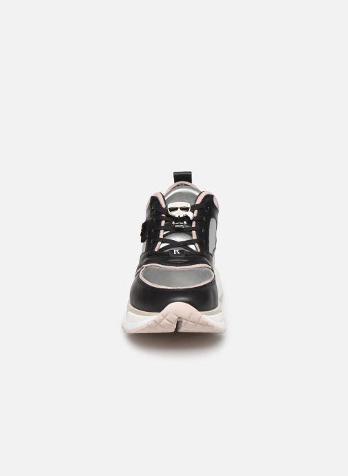 Sneakers Karl Lagerfeld Aventur Lux Leather Lace Shoe Nero modello indossato