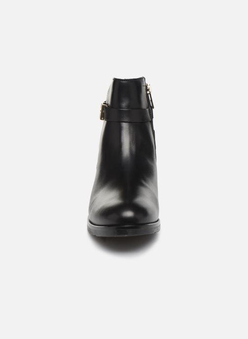 Boots en enkellaarsjes Tommy Hilfiger TH HARDWARE LEATHER FLAT BOOTIE Zwart model