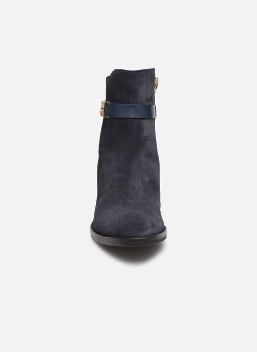 Bottines et boots Tommy Hilfiger TH HARDWARE SUEDE BOOTIE Bleu vue portées chaussures