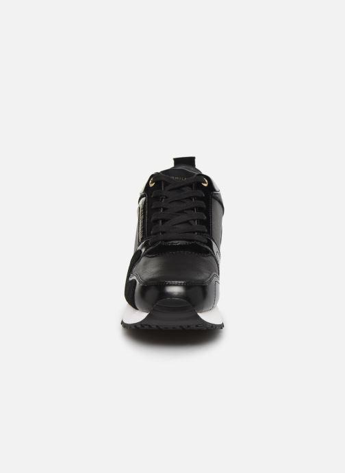 Baskets Tommy Hilfiger LEATHER WEDGE SNEAKER Noir vue portées chaussures