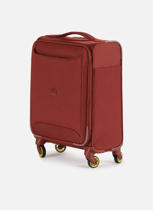 Bagages Delsey Chartreuse Valise Tr Slim 4R 55 Rouge vue portées chaussures