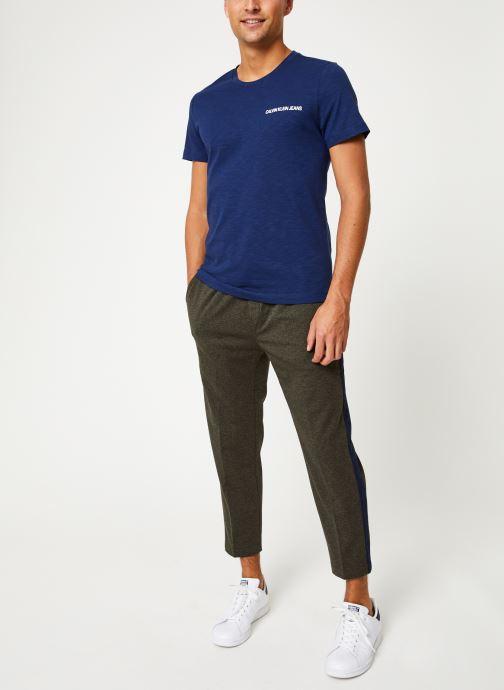 Vêtements Calvin Klein Jeans CHEST INSTIT SLUB SLIM SS Bleu vue bas / vue portée sac