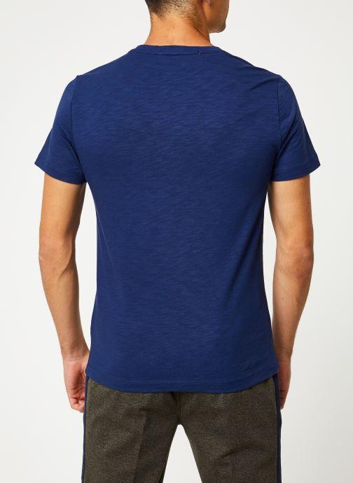 Vêtements Calvin Klein Jeans CHEST INSTIT SLUB SLIM SS Bleu vue portées chaussures
