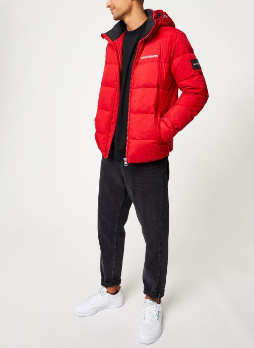 Vêtements Calvin Klein Jeans HOODED DOWN PUFFER JACKET Rouge vue bas / vue portée sac